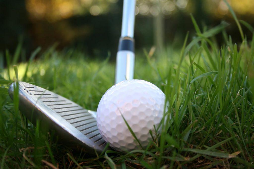 ラフからの脱出法!ゴルフ初心者でも簡単に抜け出せるコツを大解剖!!