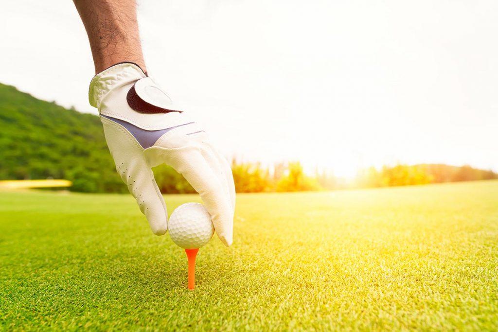 ゴルフ初心者必読!準備は入念に。失敗しない朝一ティショットのコツとは?