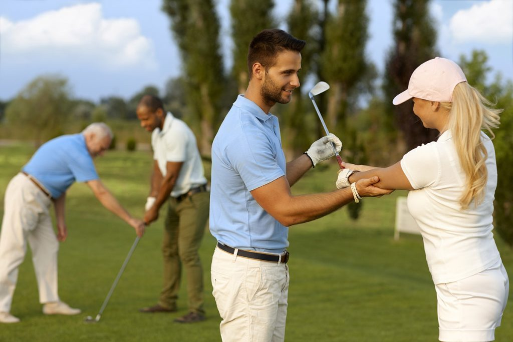 【ゴルフ初心者必見】レッスンスクールでゴルフ上達!スクールにはどんな種類がある?