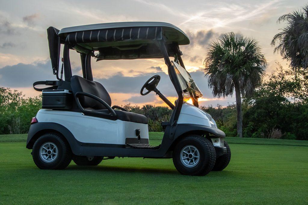 【ゴルフ初心者必見】ゴルフカートの操作法とプレー中の停車位置マナーについて解説!