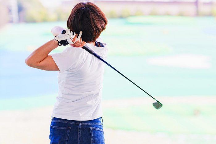 ゴルフ打ちっぱなし!服装の正解は?これでOK?服装マナーを写真付きで解説!男性、女性の夏、冬編